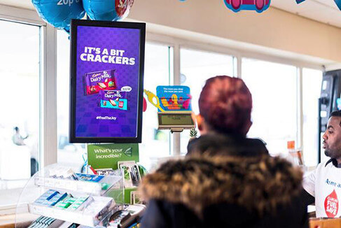 embed signage cloud based digital signage software - How Digital Signage Transforms the In-Store Experience - Digital POS